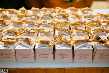 Little cupcakes stuffed inside boxes for favors