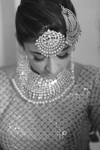 Photo of black and white bridal portrait