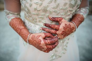 Photo of Simple bridal mehendi hands