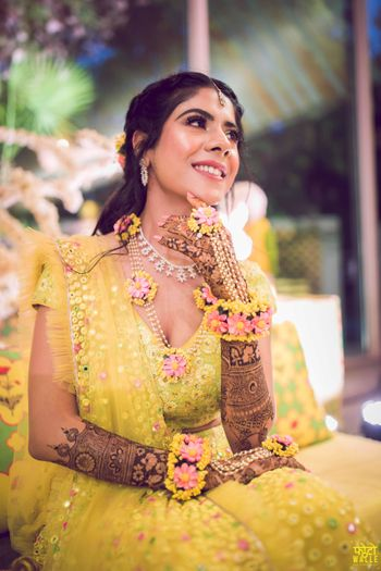 Bridal pose with mehendi jewellery ideas