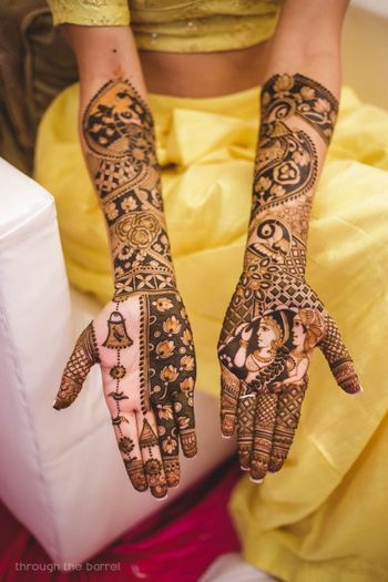 Modern unique mehendi bridal