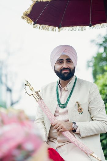 pastel sikh groom look with contrasting jewellery