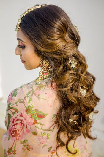 Bride with open hair on her mehendi