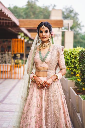 Photo of Light pink dupatta waist belt green jewellery