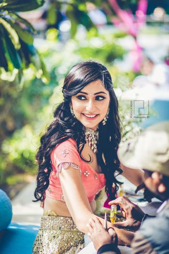 Photo of Bride with long hair mehendi hairstyle