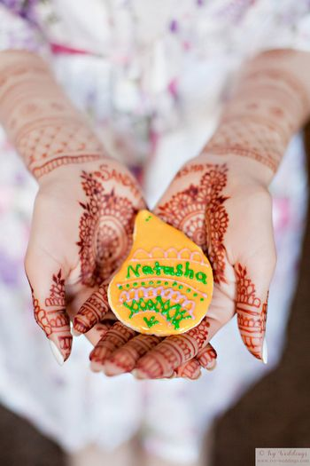 Photo of Mehendi cookies with brides name on it