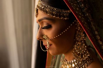 Photo of Bride side shot wearing nath mathapatti
