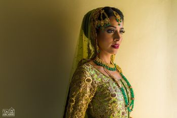 Offbeat bride in green lehenga and jewellery