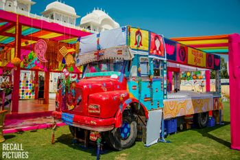 Mehendi food truck bar decor idea