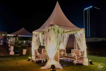 Sit down tent decor in white