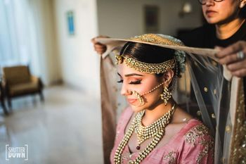 Bride getting ready shot idea with dupatta