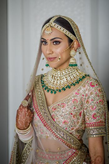 Pretty bridal portrait and kundan jewellery