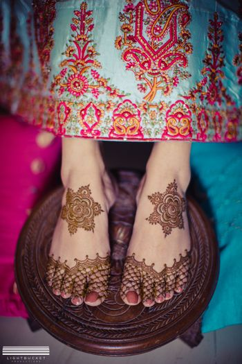 Simple bridal feet mehendi design