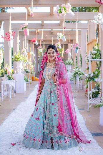 offbeat sikh bride with anarkali and contrasting dupatta