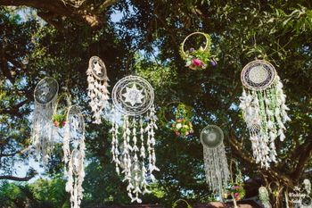 Hanging dreamcatchers from the tree for decorating.