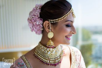 Photo of Bridal jewellery with choker and pretty bun