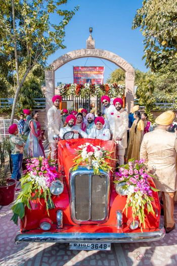 groom entry with entire family in vintage car
