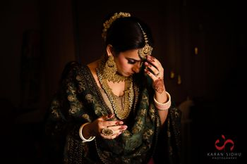 Photo of Gorgeous bride getting ready for her Anand Karaj