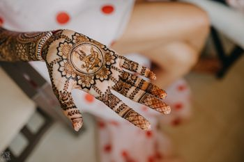 unique fun personalised mehendi idea for bride