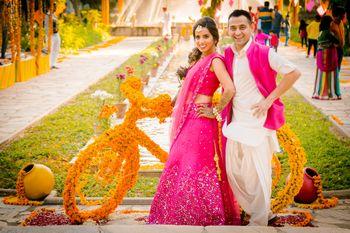 Bright Pink Wedding Photoshoot & Poses Photo