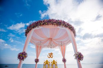 Unique circular mandap decor idea
