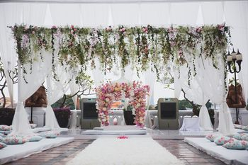 Fairytale mandap with creepers