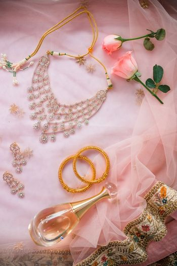 Getting ready photo ideas with bridal accessories