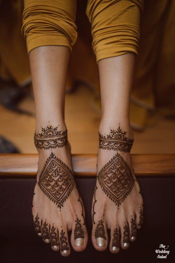 Unique feet mehendi design