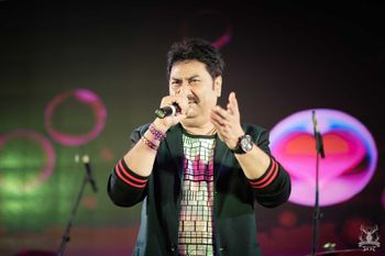 Kumar Sanu Performing at Sangeet Onstage