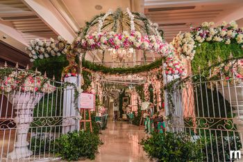 Stunning floral entrance decor