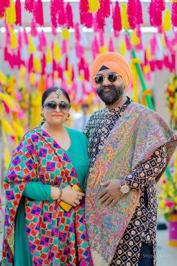 parents of the bride in phulkari outfits