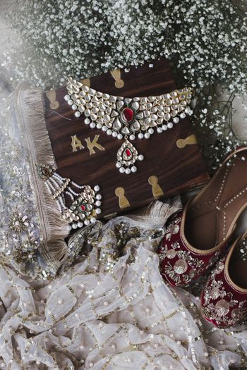 Gorgeous shot of bridal jewellery and juttis