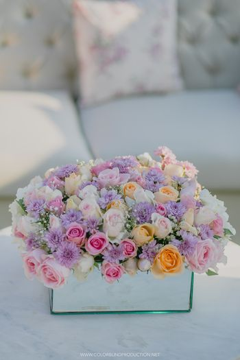 Floral centrepiece idea with coloured roses