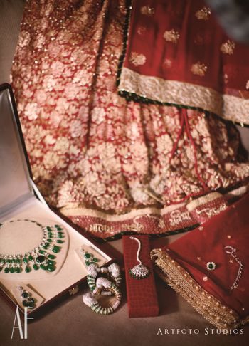 Red Wedding Photoshoot & Poses Photo diamond jewellery
