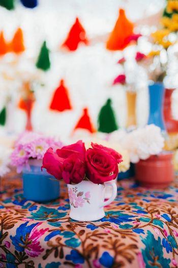 Mehendi decor idea with flowers in teacups