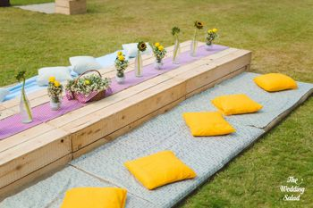 Outdoor picnic themed mehendi brunch decor