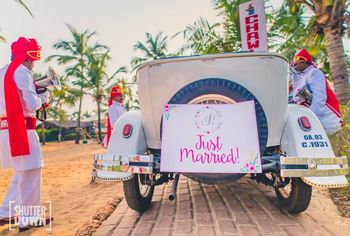 Photo of Couple exit idea in just married car