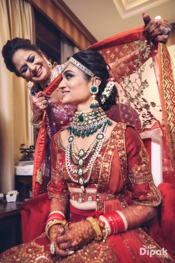 Bride with mother placing dupatta on head