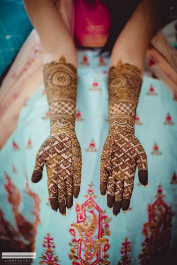Simple bridal mehendi design till elbow