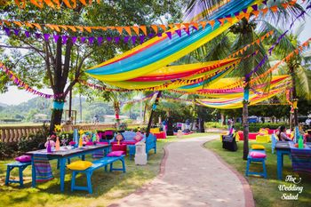 Quirky mehendi colourful decor with bunting