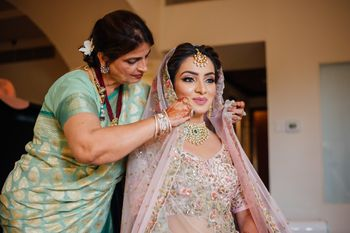 Photo of Brides mom putting dupatta on her head