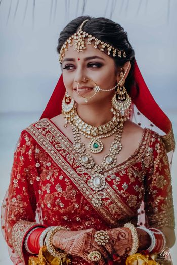 unique bridal jewellery and simple bridal makeup