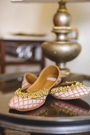 Matching light pink bridal juttis