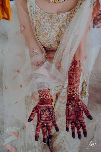 unique bridal mehendi design with square patterns