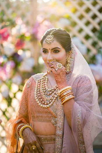 bridal jewellery ideas with a peach lehenga