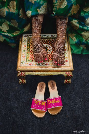 A bride flaunting the bridal mehendi design on her feet
