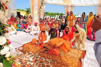 Photo of Candid Couple Sikh Wedding Shot at Gurudwara