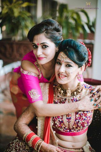 Wedding Photoshoot & Poses Photo sister of the bride photo