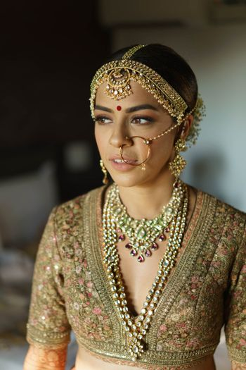 gorgeous bridal layered jewellery and mathapatti