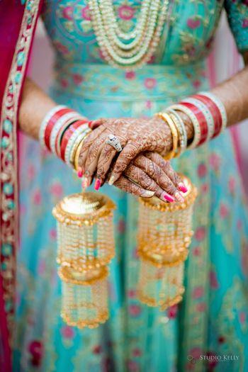 bridal hands close shot with chura and kaleere